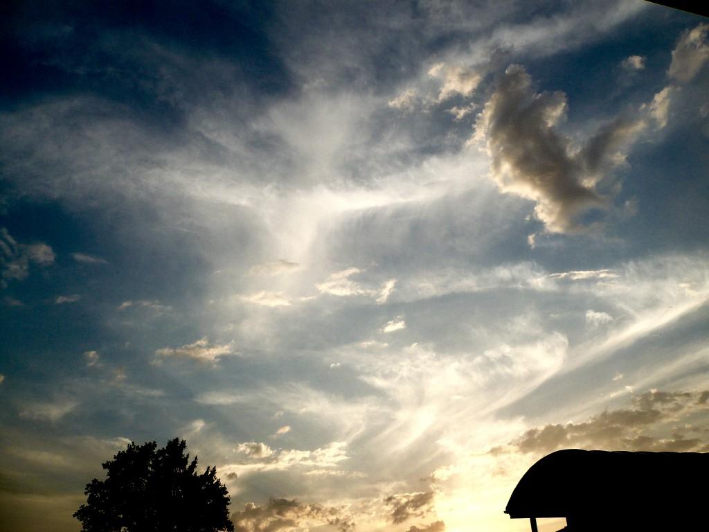 Himmel über Traunreut am 13. Mai 2015 um 19:43:30